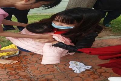 Con 1 tuổi bị ngã xuống hồ Xuân Hương vì sợ lơ đễnh của mẹ
