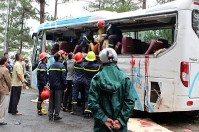Hai ô tô đâm nhau,8 người chết tại Đèo Prenn, Đà lạt.