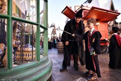 'Lạc chân' vào xứ sở Harry Potter ở Hollywood