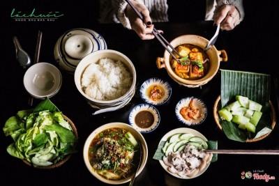 Đà Lạt - Quán ăn có đồ ăn toàn lót  lá chuối