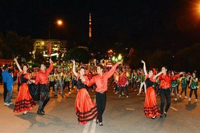 Cuồng nhiệt cùng đêm canaval Festival Hoa Đà Lạt