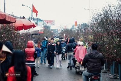 Hình ảnh tấp nập tại khu chợ đẹp nhất Hà Nội ngày cận Tết