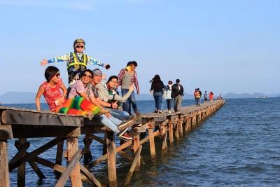 Đi Điệp Sơn đừng quên ghé cây cầu gỗ giữa biển cực chất