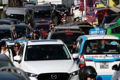 Ngán ngẩm với đi Đà Lạt mà kẹt xe y chang Sài Gòn cao điểm