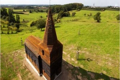 Một nhà thờ rất bình thường cho đến khi bạn đổi góc nhìn