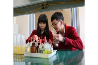 Hai học sinh Đà Lạt đoạt giải nghiên cứu tế bào ung thư