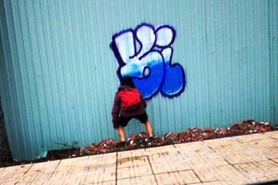 Phát hiện cô gái người nước ngoài vẽ bậy ở Đà Lạt